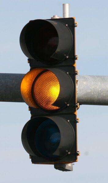 freeimages.com/de/photo/yellow-traffic-light-1420589